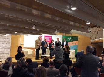 Anabel Preciado y Joaquin Almunia presentaron el libro a los asistentes